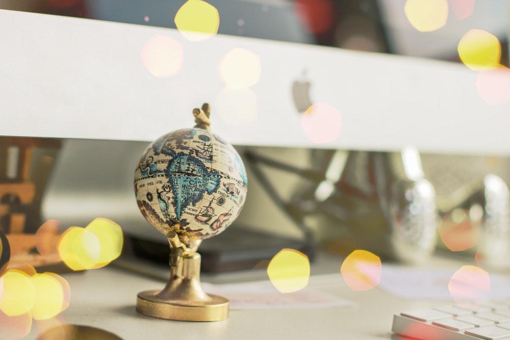 white-and-blue-globe-miniature-819087