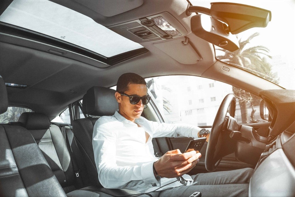 car-car-interior-cellphone-804128